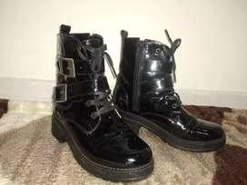 Botines charol color: negro talla: 37