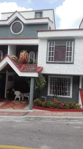 Se vende casa, altos de cañaveral campestre, se recibe apto en permuta