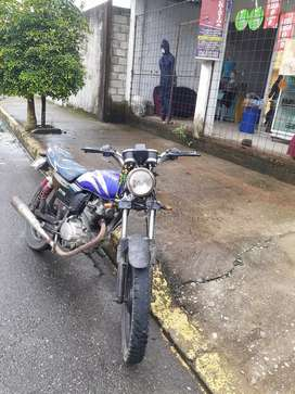 Vendo moto en buen estado todo funciona el star y con para el encendido