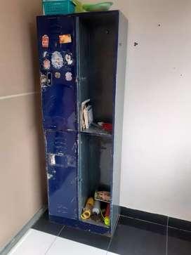 Vendo lockers y camillas