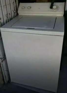 Se vende una lavadora whipool en perfecto Estado se le hiso  mantenimiento