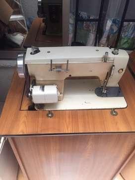 Vendo maquinas de coser familiares y fileteadora