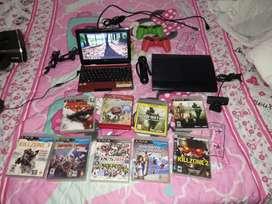 Se bende  playstation 3 con juegos físicos e incorporado 3 controles y todo su cableado