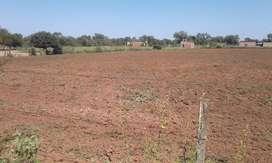 Un terreno que Tiene 30 años de antiguedad de 171 de largo × 112 de ancho
