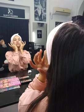 Curso 5 en uno, maquillaje y uñas