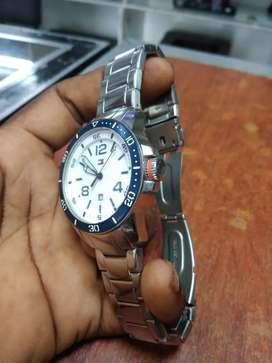 Vendo hermoso reloj marca Tommy Hilfiger original segunda mano  Salomia