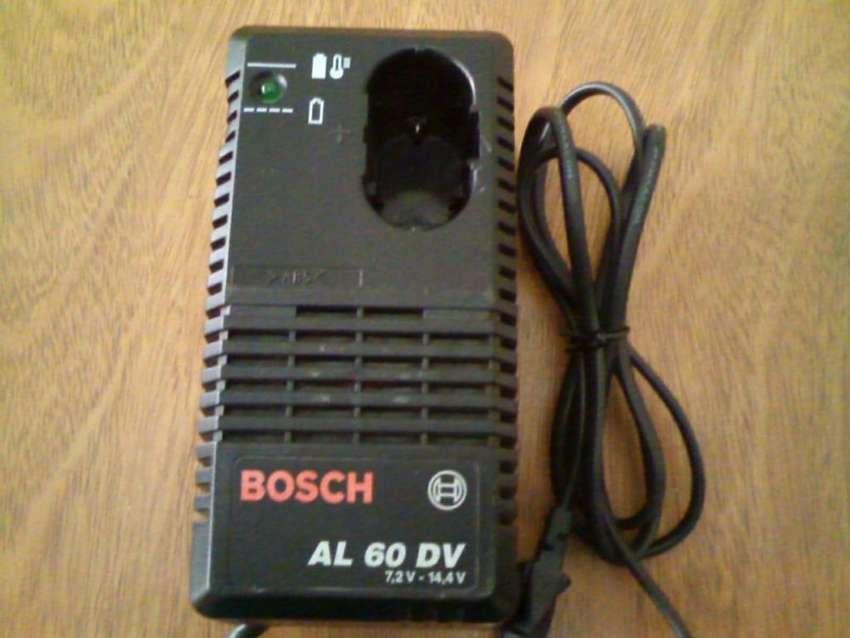 Cargador baterías taladro Bosch original. 0
