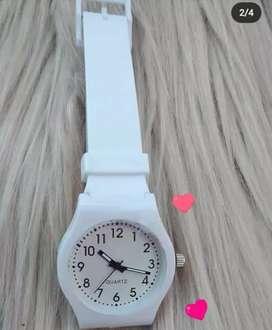Reloj blanco a 300$