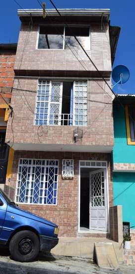 Vendo Casa de Tres pisos en el barrio La Gaviota parte alta