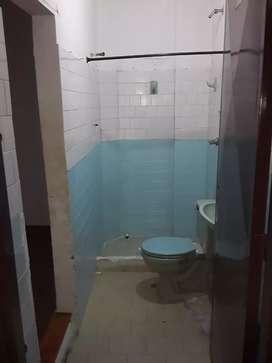 Se arrienda habitacion doble, con baño privado.