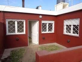 B Villa Cabrera - Casa de 2 Dormitorios Amplia y Luminosa con Cochera Cubierta y Patio Muy Amplio con Asador y Césped