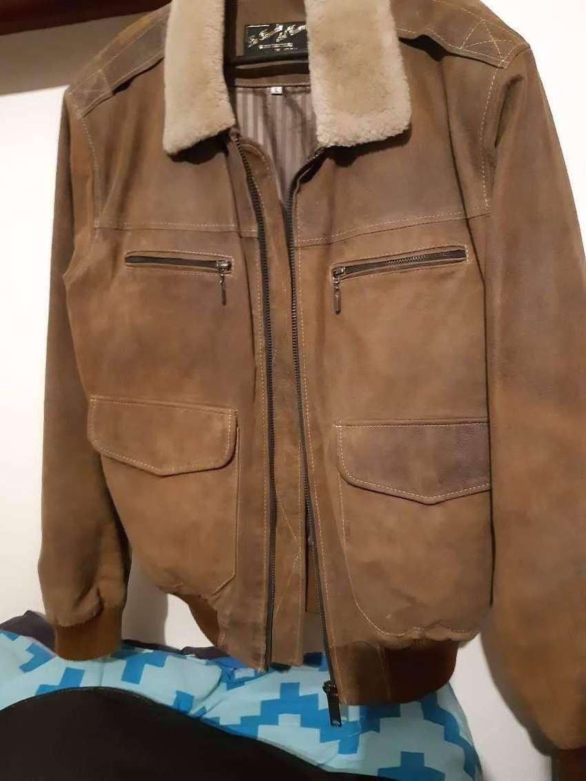 Vendo chaqueta de cuero efecto piel 0