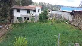 Vendo hermoso terreno,ubicado a 15 minutos de la ciudad de Cuenca, con casa de dos pisos por terminar.