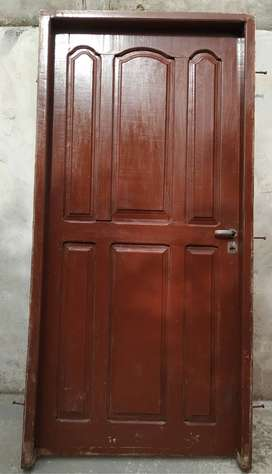 puerta de algarrobo