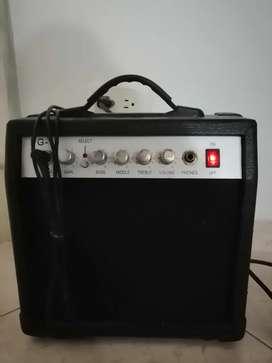 Amplificador de guitarra con línea incluida