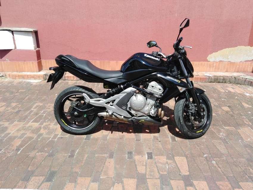Vendo moto kawasaki ER 6N 650 modelo 2008 en excelente estado. Con cambio de aceite reciente y papeles al día. 0