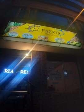 Vendo de OPORTUNIDAD restaurante en zona comercial.