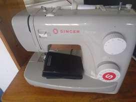 Maquina de coser singer450.000