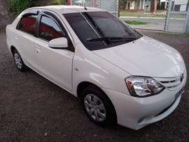 VENDO TOYOTA ETIOS. IMPECABLE 62 MIL KMS.