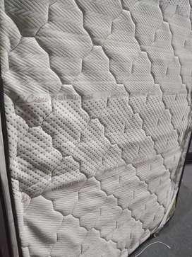colchón línea cisne de dos plazas con 5meses de uso  válido en etiqueta por 6años