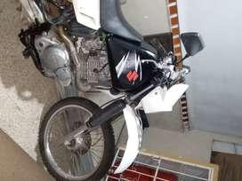 Se vende suzuki dr 200 año 2012