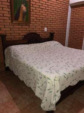 Cama en Cedro de 2X2 con mesas de noche