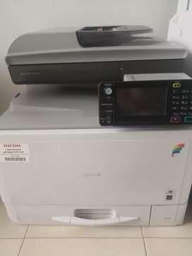 Fotocopiadora ricoh mpc305 a color  para reparar