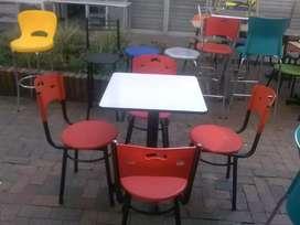 Juegos Karla, mesas y sillas