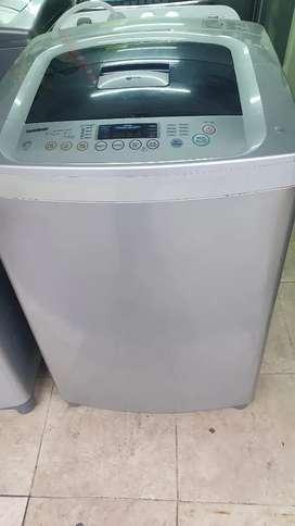 Vendo lavadora lg  turbo drum de 31 libras