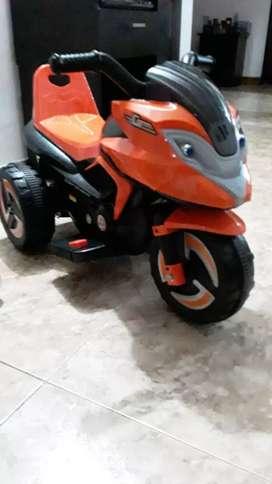 Se vende moto para niña