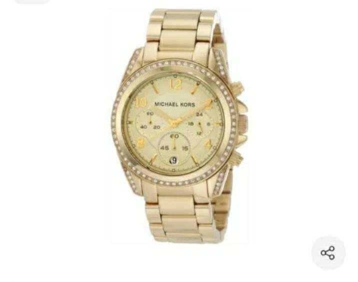 Reloj MK dorado