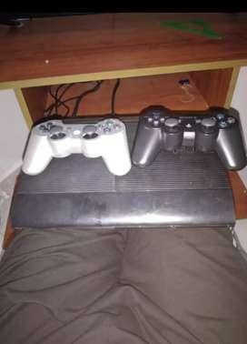 Se vende PS3 en buen estado, 500 BG de memoria, 12 juegos internos, respectivos controles, sus  cables