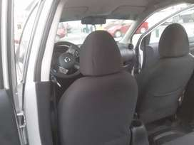 Automóvil Nissan Versa año 2013