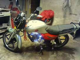 Vendo moto 150 o  permuto por auto pongo diferencia