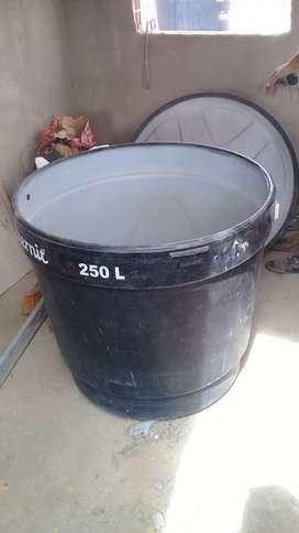 tanque de almacenamiento de agua.