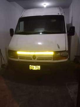 Vendó camioneta minivans Renault petrolero caja mecánica espaciosa para mercadería