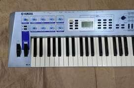 Sintetizador Yamaha CS2X