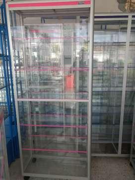 Vitrina torre en aluminio y vidrio de 80x190 nuevas.