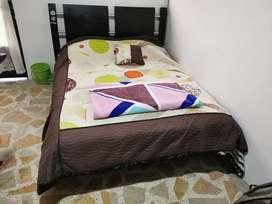 Vendo cama Doble en cedro de  190*240 perfecto estado, tipo DECO se entrega con colchón $500.000 negociable es usado