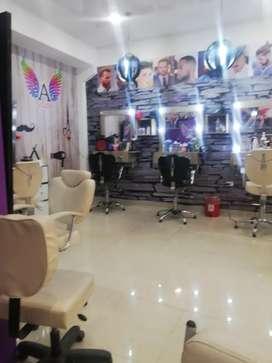 Se vende negocio de belleza y estética, ubicado en el centro comercial Santa María Plaza.