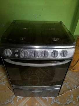 Se vende   cocina de 4 hornillas marca indurama