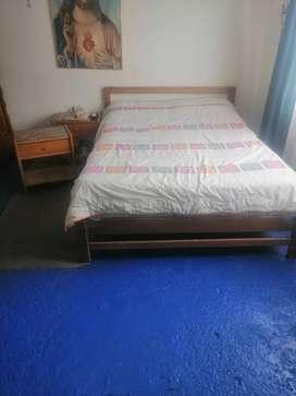 Juego Alcoba  cama doble con colchón, tocador con su puff , 2 mesas  de noche y armario