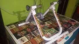 Entrenador de bicicleta magnetico con regulador de fuerza