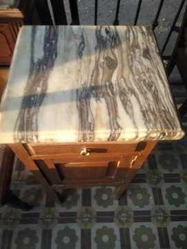 Mesa de luz con marmol