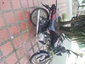 Se vende moto quingqui 2009, negra