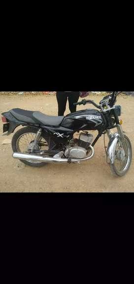 Moto AX 100 color negra único dueño