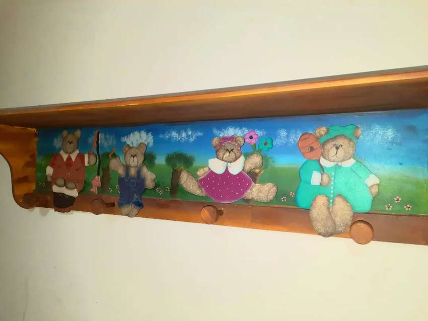 Hermosa repisa en madera infantil