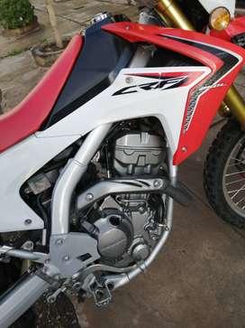 Vendo moto honda crf 250 l