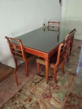 Vendo hermosa mesa con 6 sillas