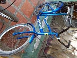 vendo bicicleta # 26 modelo antiguo recién  pintada
